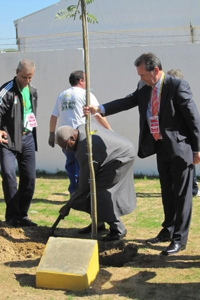 Lamine Diack plants a tree for UNICEF at the 2011 IAAF World Cross Country Championships in Punta Umbria, Spain (IAAF.org)