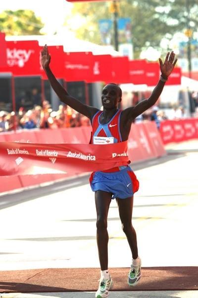 Evans Cheruiyot takes the Chicago Marathon title (Victah Sailer)