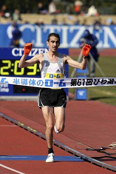 Jose Rios of Spain wins the 61st Lake Biwa Marathon (Yohei KAMIYAMA /Agence SHOT)