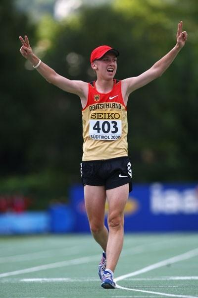 Hagen Pohle of Germany celebrates his victory in the Boys' 10,000m final (Getty Images)