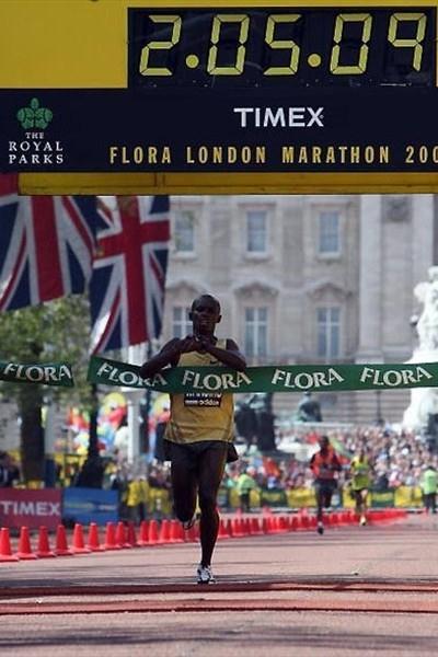 Sammy Wanjiru wins the 2009 London Marathon (Getty Images)
