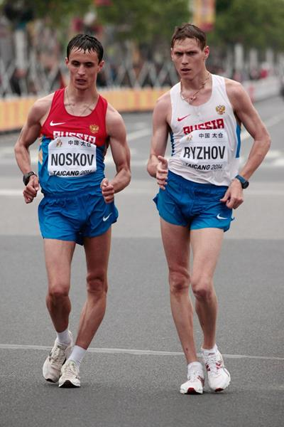 Russian duo Mikhail Ryzhov and Ivan Noskov in the men's 50km at the 2014 IAAF World Race Walking Cup (Getty Images)