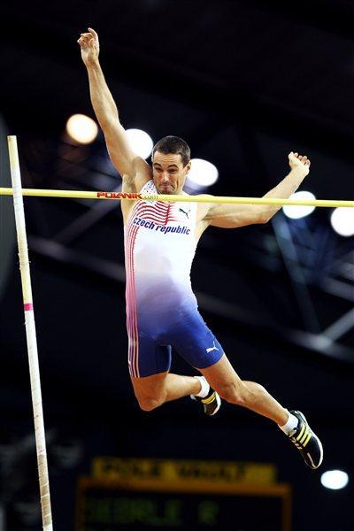 Roman Sebrle of Czech Republic during the Heptathlon Pole Vault (Getty Images)