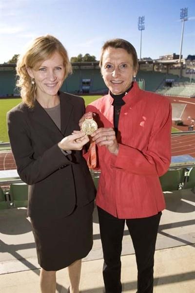 Mary Wittenberg and Grete Waitz in Oslo's Bislett stadium (NYRR)