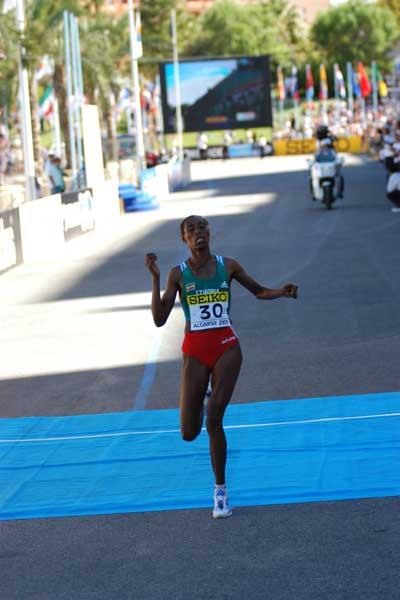 Berhane Adere in action (IAAF)