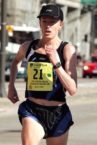 Deena Kastor running in the 2005 Shamrock Shuffle 8km (Erroll Anderson - Photo Run)