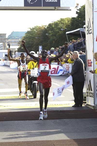 Tergat wins in Berlin breaks 2:05 barrier (Lisa Coniglio @Photo Run)