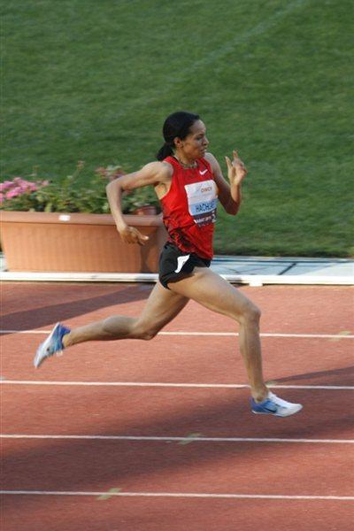 Halima Hachlaf previals in the Rabat 800m (Bob Ramsak)