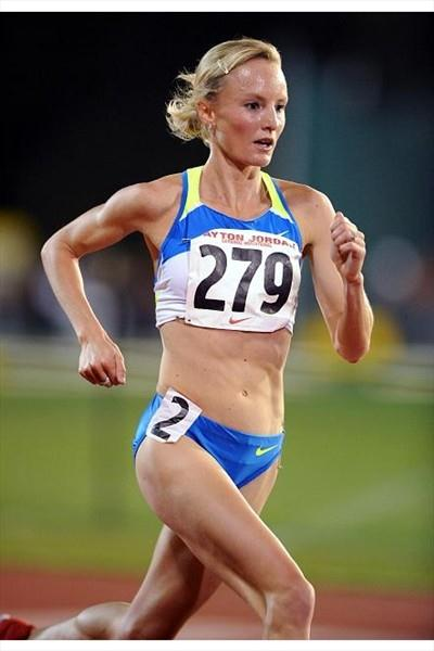 Shalane Flanagan on her way to the American 10,000m record at Stanford (Kirby Lee)