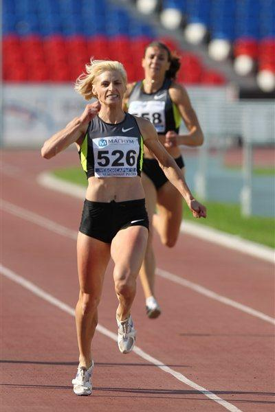 Antonina Krivoshapka on her way to victory in the 400m at the 2012 Russian Championships (Alex Kiselev/sportfoto.ru)