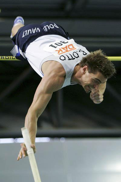 Björn Otto improves to 5.90 to take German indoor title in Leipzig (Bongarts)