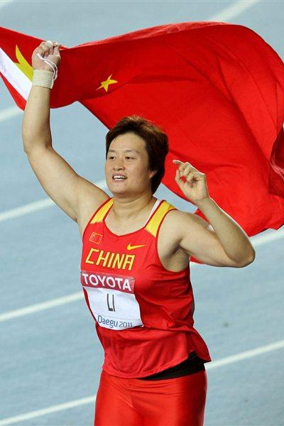 Li Yanfeng of China celebrates with her country's flag after winning the women's discus throw final during day two  (Getty Images)