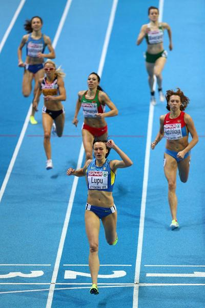 Nataliya Lupu kicks ahead to win the 800m at the European Indoor Championships (Getty Images)