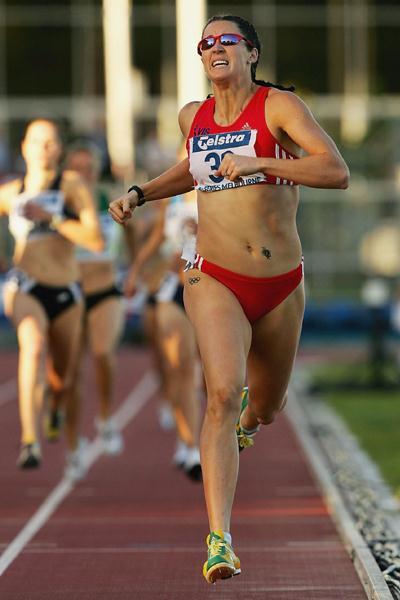 Jana Pittman wins the 800m at the Melbourne IAAF GP II (Getty Images)