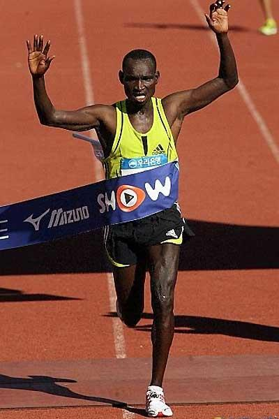Joshua Chelanga wins the 2007 Seoul JoongAng Marathon (organisers)
