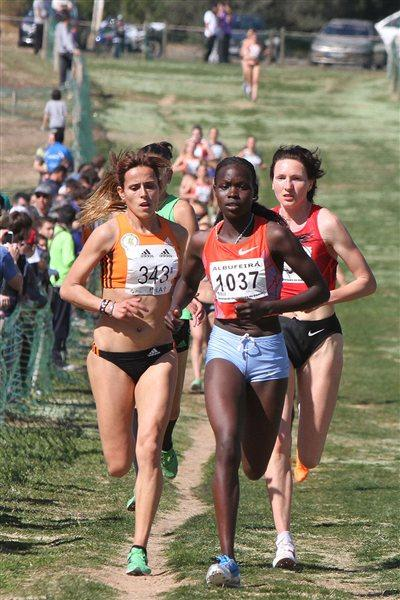 Gorreti Jepkoech en route to her first international win in Albufeira (Marcelino Almeida)