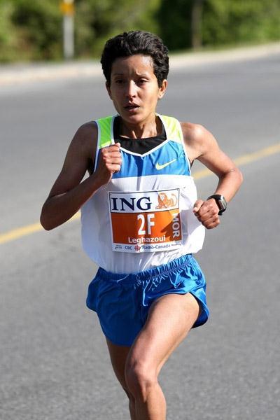 Asmae Leghazoui on the way to victory at the ING Ottawa Marathon (Victah Sailer)