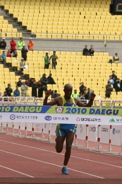 Deressa Chimsa of Ethiopia crosses the line in 2:08:45 in Daegu (Organisers)