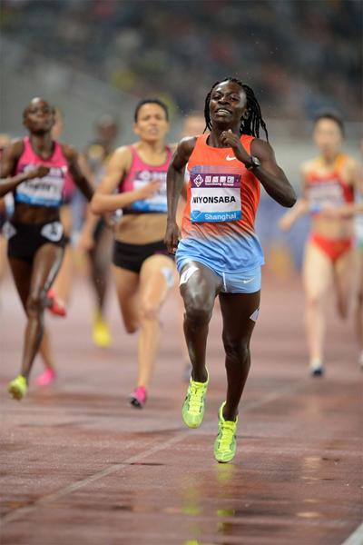 Francine Niyonsaba sprints away from the field to win the 800m at the Shanghai Diamond League (Jiro Mochizuki)
