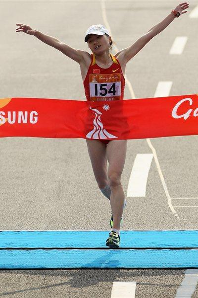 Zhou Chunxia takes the Asian Games Marathon crown in Guagnzhou (Getty Images)