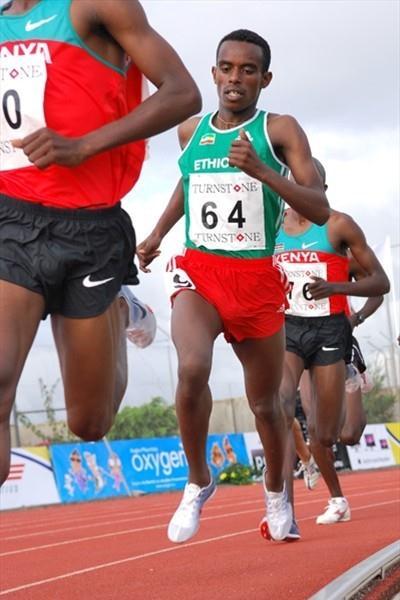 Ethiopian Abera Kuma Lema en route to the African junior 5000m title (Clyde Koa Wing)