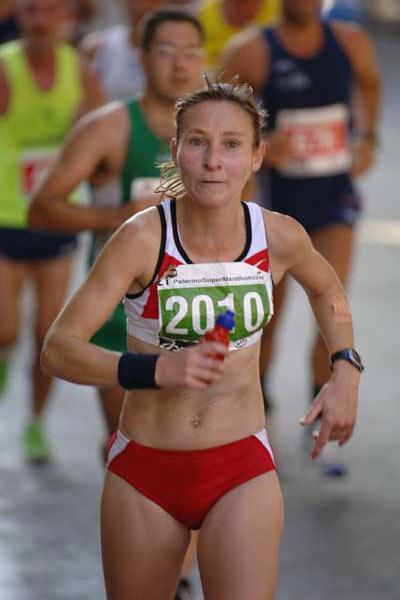 Britain's Heather Foundling-Hawker winning the 2005 IUA 50 km Challenge Trophy in Palermo (Sean Wallace Jones)