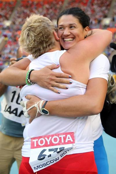 Tatyana Lysenko and Anna Bulgakova in the womens Hammer Throw final at the IAAF World Athletics Championships Moscow 2013 (Getty Images)