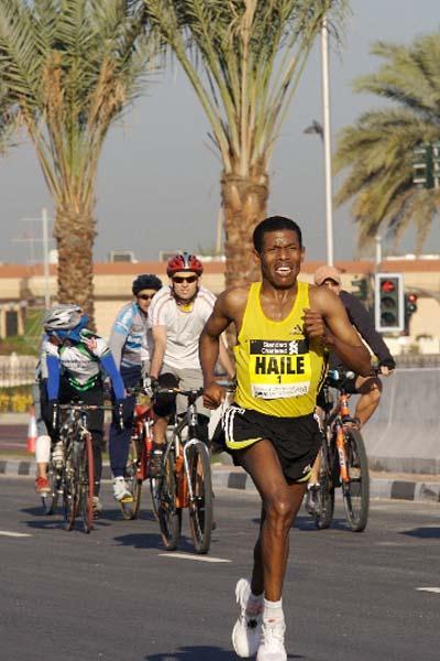 Haile Gebrselassie in action in the 2008 Dubai Marathon (c)
