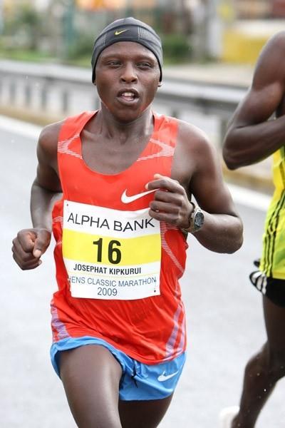 Josephat Ngetich en route to his Athens Marathon victory (Victah Sailer)