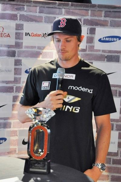 Eyes on the prize - Andreas Thorkildsen examines the Samsung Diamond League trophy in Stockholm (Johan Frick-Meijer)