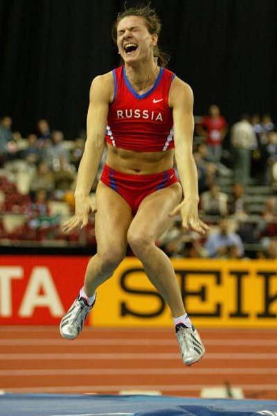 Yelena Isinbayeva (RUS) celebrates winning the women's Pole Vault (Getty Images)