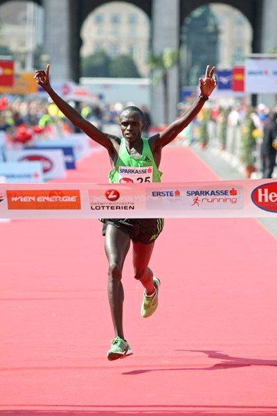 John Kiprotich triumphs in the 2011 Vienna Marathon (Victah Sailer)