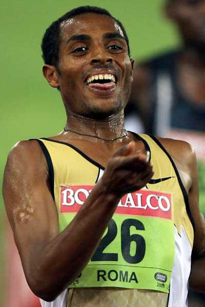 Kenenisa Bekele wins at 5000m in Rome (AFP / Getty Images)