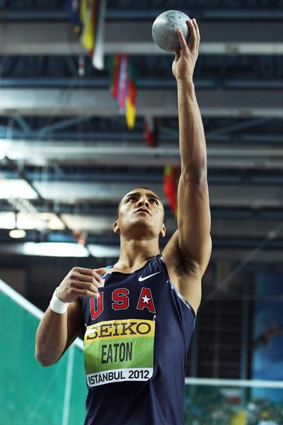 Ashton Eaton in the heptathlon shot at the 2012 IAAF World Indoor Championships (Getty Images)