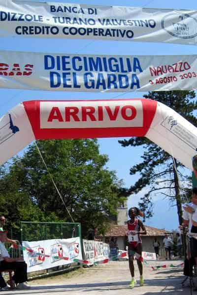 Tegla Loroupe wins Lago di Garda race (Laura Ceolin)