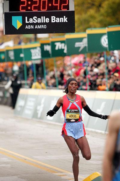 Berhane Adere winning the 2006 Chicago Marathon (Getty Images)