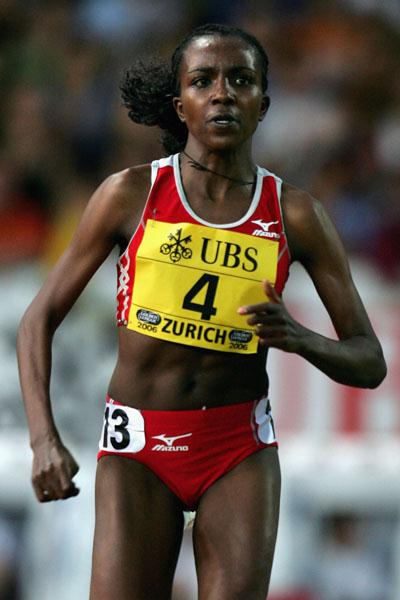 Tirunesh Dibaba en route to 5000m victory in Zurich (Getty Images)