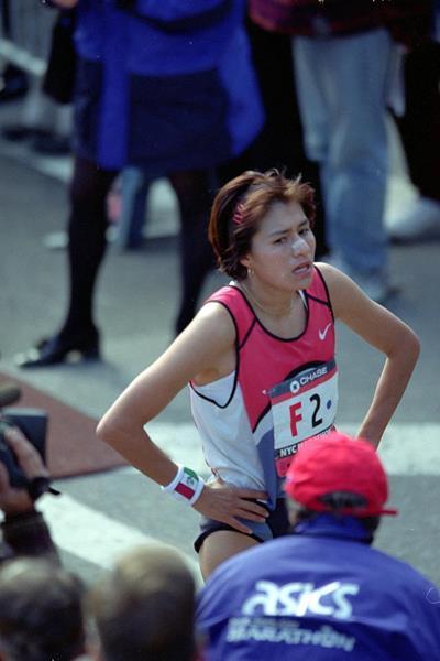 Adriana Fernandez after winning the 1999 New York City Marathon (Getty Images)
