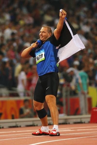 Gerd Kanter celebrates his Olympic discus victory (Getty Images)