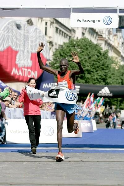 Benson Barus clocks a PB 2:07:07 to win in Prague (Jean-Pierre Durand)
