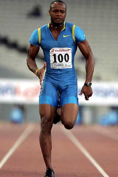 Asafa Powell powers to the 9.77 second World record in Athens (AFP/Getty Images)