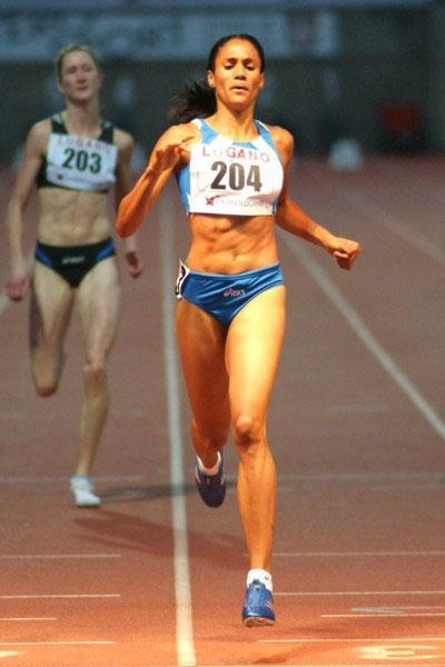 Libania Grenot taking the 400m in Lugano (Lorenzo Sampaolo)