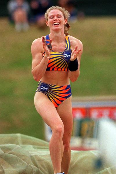 Emma George in New Zealand, 21 February 1998 (Getty Images)