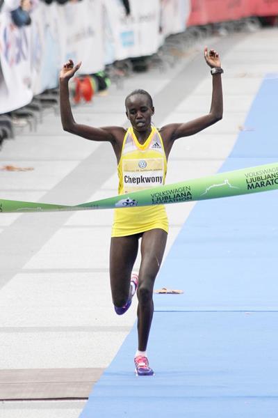 Caroline Chepkwony smashes her PB to win the 2013 Ljubljana Marathon (Bob Ramsak)