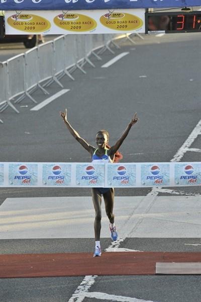 Vivian Cheruiyot, pictured here in 2009, defended her San Juan 10K crown in 2010 (Rafael Luna)
