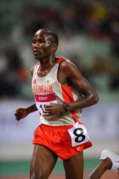 Hasan Mahboob en route to the Asian 10,000m title (Jiro Mochizuki)