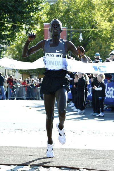 Leonard Komon taking another Berlin 10km victory (BERLIN RUNS / Jürgen Engler)