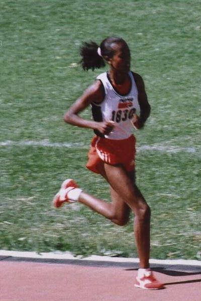 Werkitu Ayanu en route to victory in the women's 5000m at the Addis Ababa Club Championships (Markneh Lorisso)