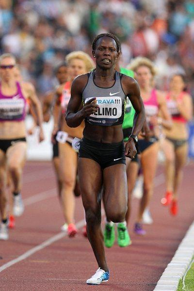 Pamela Jelimo en route to her dominating victory in Ostrava (graf.cz)
