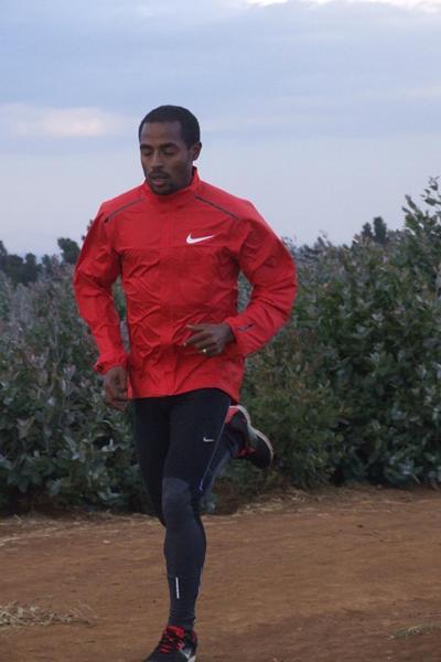Kenenisa Bekele running in Sululta (Paul Gains)